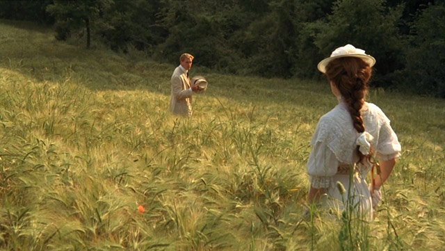 Lucy and George in the field - A Room With A View - 1985 Merchant-Ivory film
