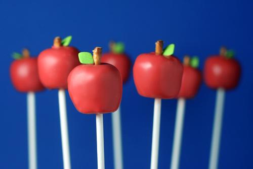 Cake pops - www.myLusciousLife.com - apple-cake-pops