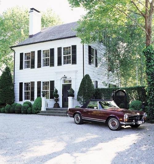 Driveways and entrances - white house - vintage Mercedes