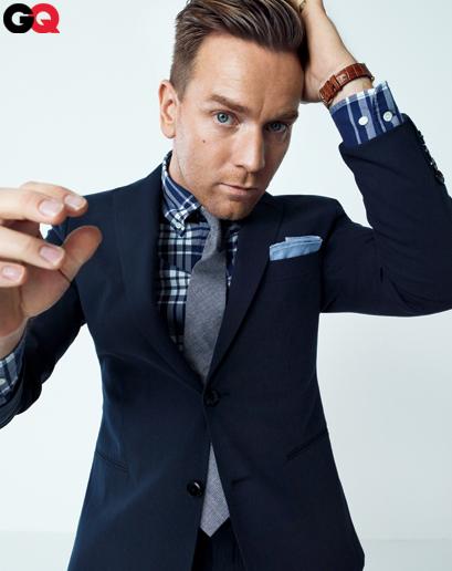 Navy blue blazer style - www.myLusciousLife.com - Ewan McGregor