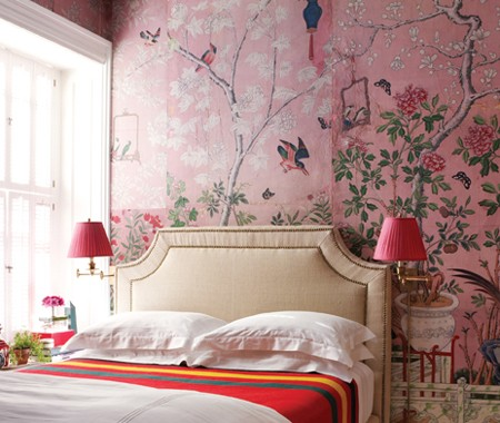 Luscious bedroom - pink Chinoiserie-style wallpaper - mylusciouslife