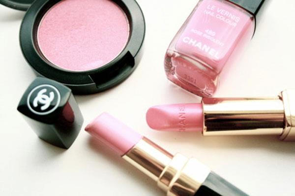 About Luscious - live a ladylike life - pink Chanel lusciousness