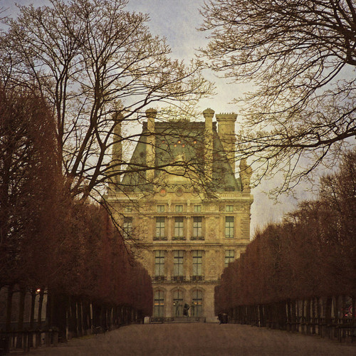 Luscious website - treelined drive to French chateau