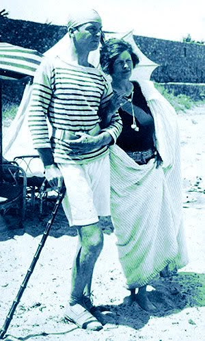 Gerald and Sara Murphy in pearls on La Garoupe beach Antibes 1926