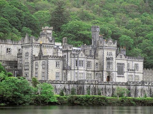 Beautiful houses and gardens - Irish castle