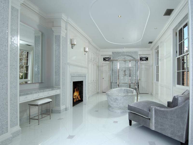 Glamorous grey and white bathroom