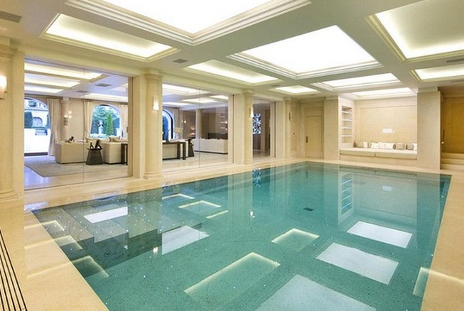 1 Cornwall Terrace Mews in London - Indoor pool