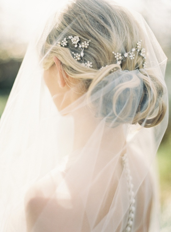 1920s bridal hair - vintage inspired hairstyle for wedding - updo and bling