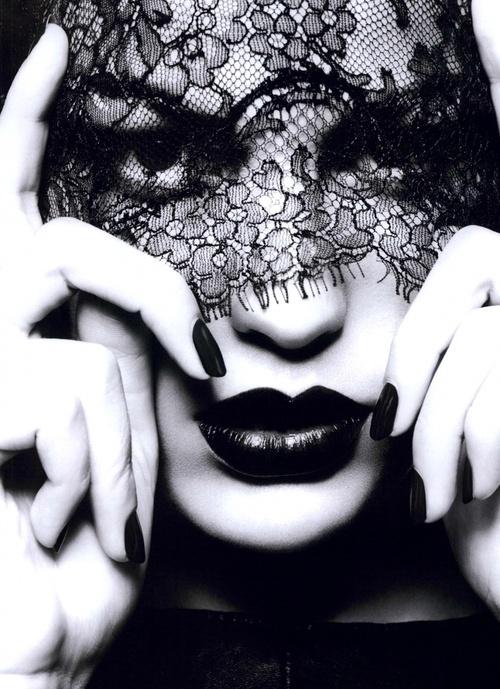 Black lace veil and luscious lips via mylusciouslife