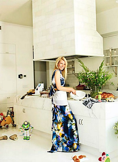 Gwyneth Paltrow cooking in her New York apartment - photos by Mario Testino