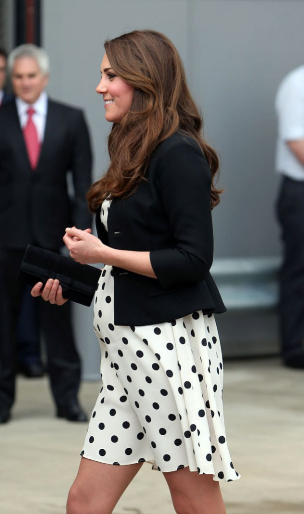 pregnant-kate-middleton-baby-bump-polka-dot-dress-topshop
