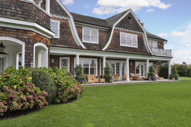 Jennifer Lopez Hamptons house - 3-acre property in Water Mill New York