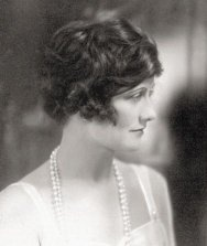 Young Chanel pictures - early photos of Coco Chanel in the 1910s and 1920s