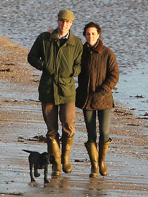 Kate Middleton and Prince William walk on the beach with Lupo