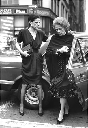 Annette de la Renta and Brooke Astor on their way to the New York Public Library on Fifth Avenue in 1990