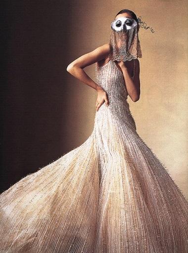 April 2000 Irving Penn photographs Maggie Rizer wearing Oscar de la Renta