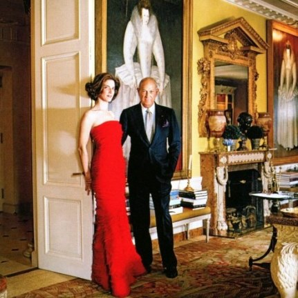 Oscar de la Renta at home in New York in 2009 with his stepdaughter and merchandising manager, Eliza Reed Bolen