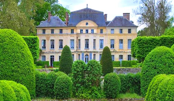 HOUSES OF THE RICH AND FAMOUS - Catherine Deneuve's country house in France is for sale