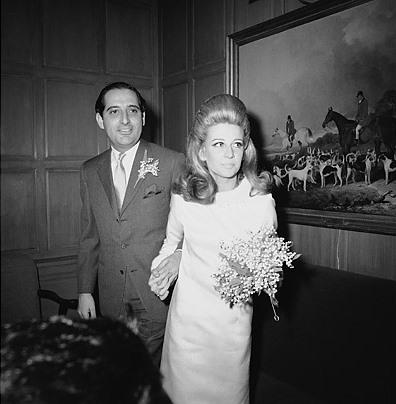 Society darling: oscar de la renta 1965 wedding dress for heiress Anne Ford