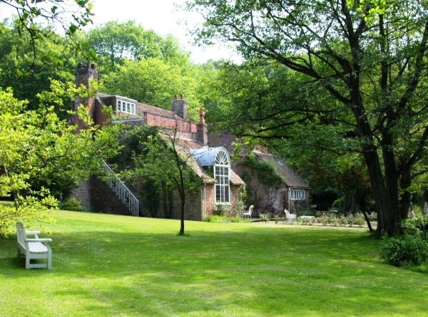 HOUSES OF THE RICH AND FAMOUS -  Tickerage Mill Cottage Sussex - Vivien Leigh