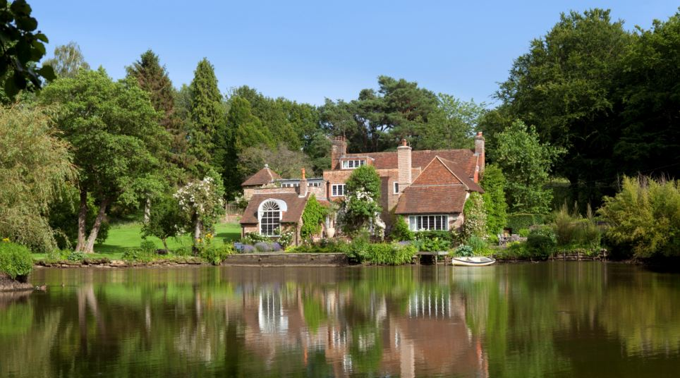 ENGLISH COUNTRY HOUSE PHOTOS: Tickerage Mill Cottage once owned by Vivien Leigh