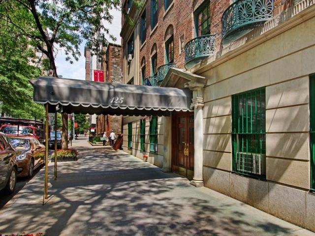 125 East 74th Street New York - canopy entrance from street