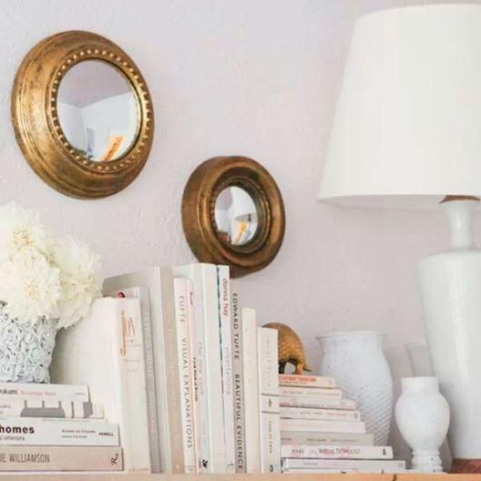Books on bookshelf - white theme