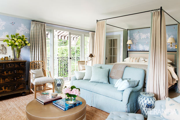 Stylish homes the glamorous home of designer mark d for Mark d sikes living room