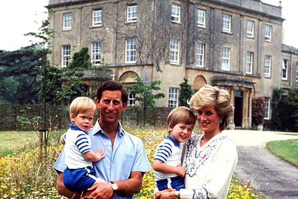 ROYAL FAMILY PHOTOS: Highgrove House - Prince Charles, Princess Diana, with William and Harry