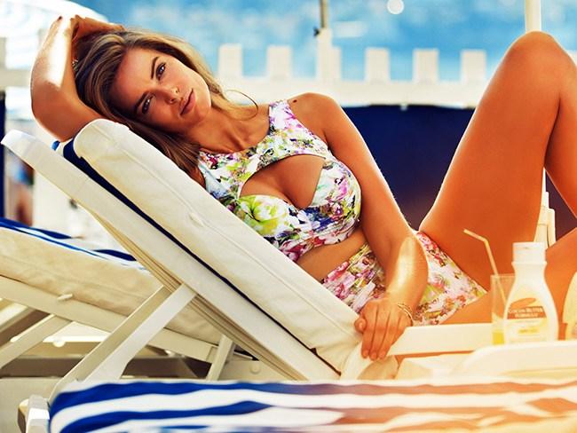 CURVALICIOUS: Robyn Lawley does swimwear for Cosmopolitan November 2013