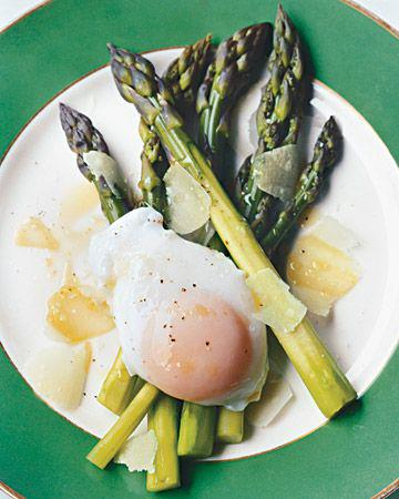 Asparagus and poached egg for breakfast - Wednesday Weight blog post update via mylusciouslife