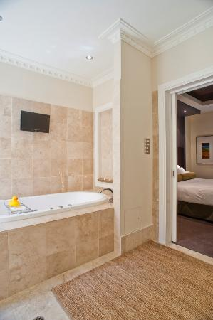 Guest bathroom at the Louise Hotel in the Barossa Valley - luxury travel