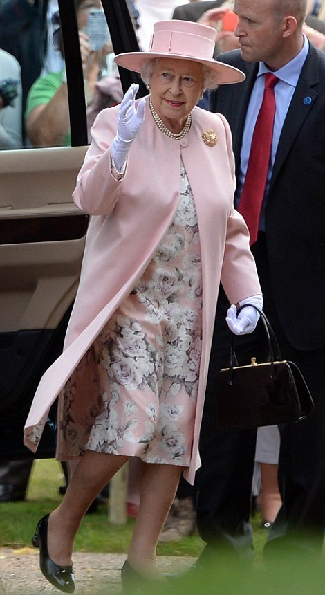ROYAL PICTURES PHOTOS: The queen at her great-granddaughter's Princess Charlotte's christening