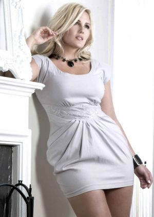 Fashion for all sizes - beautiful plus size models - Nicole LeBris.jpg
