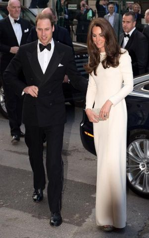 kate middleton pregnancy style white dress via myLusciousLife.com.jpg