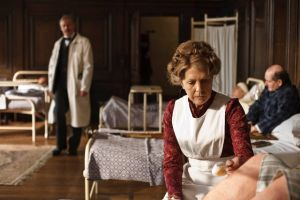 Downton Abbey - Mrs Crawley in the hospital - www.myLusciousLife.com.jpg