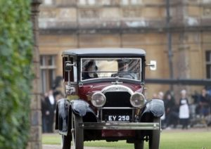 Shirley-MacLaine-Filming-Downton-Abbey-London3.jpg