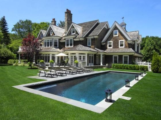 Architecture A Manicured Garden And Beautiful Home In