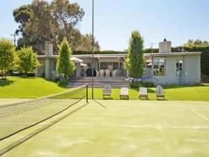 lawn tennis court beach house 45 martins lane portsea house.jpg