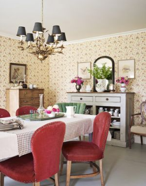 Pretty floral - www.myLusciousLife.com - Rose-Decor-dining-room.jpg