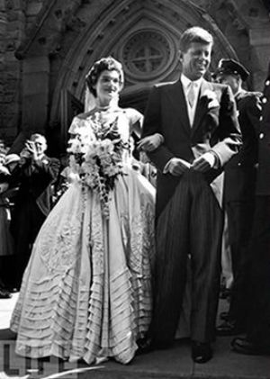 Jackie kennedy wedding dress to onassis