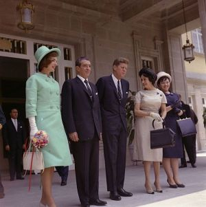John_F._Kennedy_and_First_Lady_Jacqueline_Kennedy_meet_president_and_first_lady_of_Mexico.jpg
