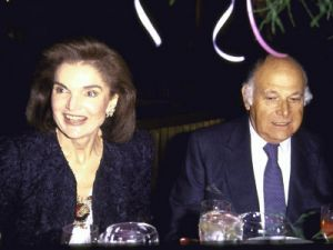 former-first-lady-jackie-kennedy-onassis-and-friend-maurice-tempelsman.jpg