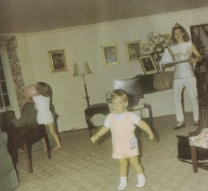 jackie-kennedy-follows-her-son-in-the-living-room-of-her-in-laws.jpg