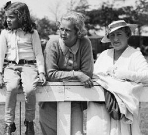 jacqueline-bouvier-her-mothers-sister-and-maternal-grandmother.jpg