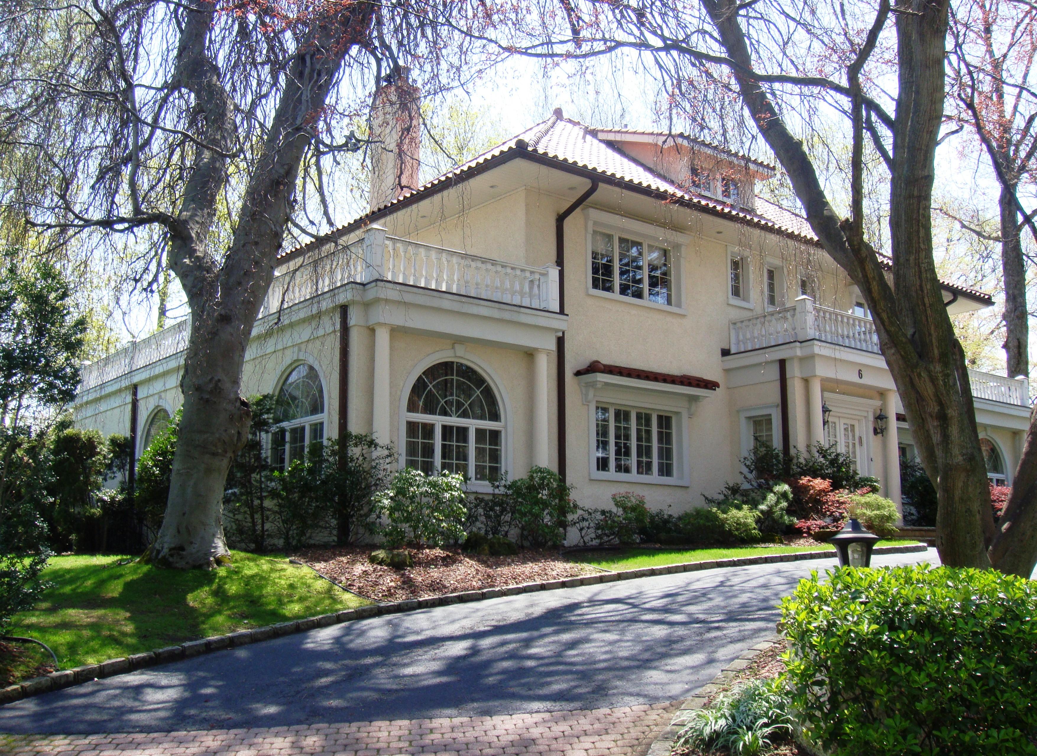 6 Gateway Drive In Great Neck Estates Long Island